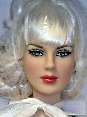 """Bright White Basic  Precarious NRFB 16/"""" doll Tonner 2013 Removable raven wig"""