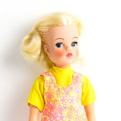 Vintage Pedigree Sindy 1960s minty mint Blonde TRENDY GIRL doll in orig outfit