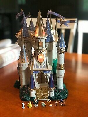 Beauty the Beast Trendmasters Castle1998 With 7 Figures Lights Up/Rose