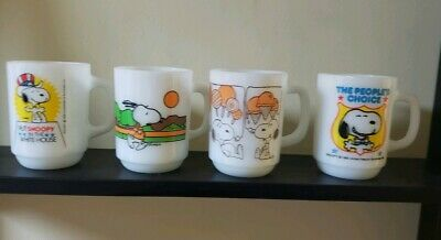 4 VINTAGE FIRE KING ANCHOR HOCKING SNOOPY Milk glass MUGS