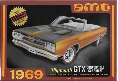 1:25 AMT 1137M - 1969 Plymouth GTX Convertible Plastic Model Kit NEW