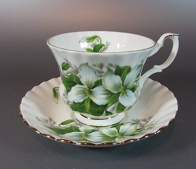 Vintage Royal Albert TRILLIUM Tea Cup and Saucer Set ENGLAND