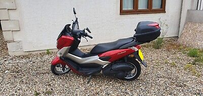YAMAHA NMAX 125CC scooter - 2015 65 plate for quick sale  £1800 ono