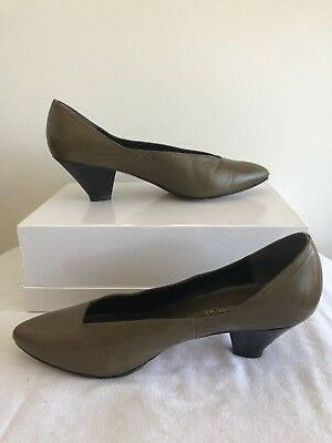 Vintage JANE DEBSTERS olive green Shoe 8 70s 80s retro leather pointy heel