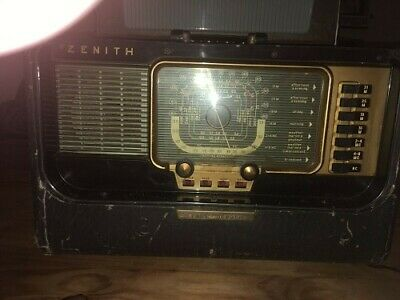Zenith Model Trans-Ocenic Portable Tube Radio