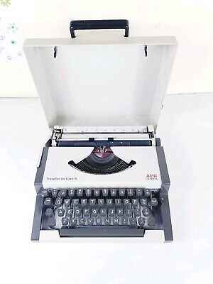 Olympia AEG Traveller DeLuxe S WORKING Vintage Portable Typewriter