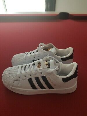 e2dcfd03440e FEMMES ADIDAS SUPERSTAR Baskets Blanches Noires Foundation Baskets ...