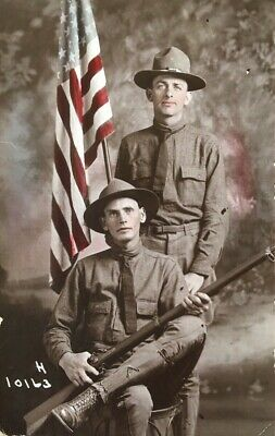 ORIGINAL RPPC WW1 US ARMY SOLDIERS w/ U.S. FLAG HAND COLORED PHOTO POSTCARD