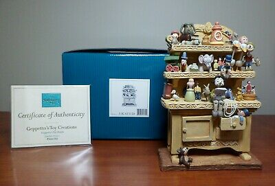 WDCC Walt Disney Enchanted Places Pinocchio - Geppetto's Toy Hutch / Creations