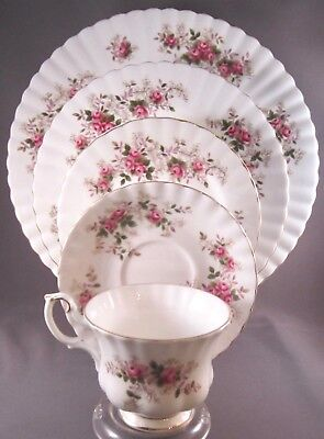 Royal Albert Lavender Rose Bone China 5 Pc Place Setting - 9 Available - England