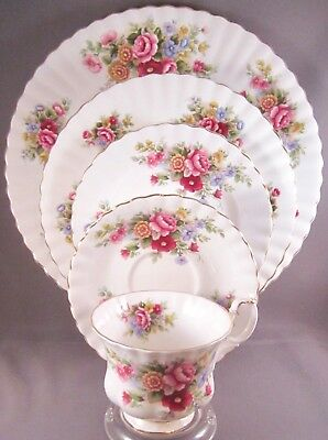 Royal Albert Chelsea Garden Bone China 5 Pc Place Setting - Roses - England