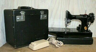 Antique Vtg Singer Featherweight Portable Electric Sewing Machine w/Case