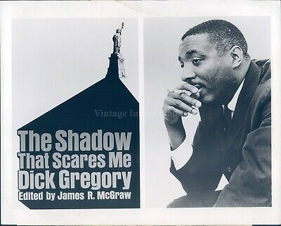 1968 Photo Dick Gregory Actor Comedian Shadow Scares James McGraw 8X10