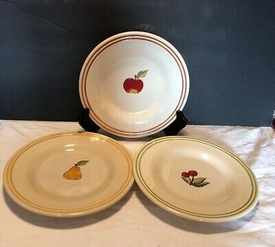 Tabletops Lifestyles Simple Fruit Set Of 3 Salad/Dessert Plates EUC
