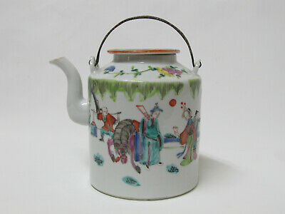 Fine Antique Chinese 19th century Famille Rose porcelain Teapot with stamp mark