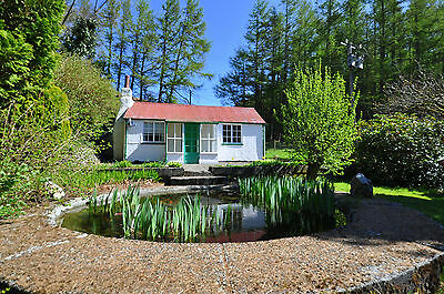 DETACHED country holiday cottage in the lovely Lakeland of Mid Wales