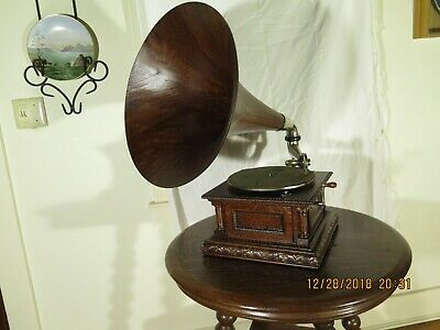 Victor MS Phonograph with Original Oak Horn