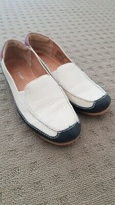 HUSH PUPPIES casual walking comfort flat leather beige navy shoes size 7.5 BNWOT