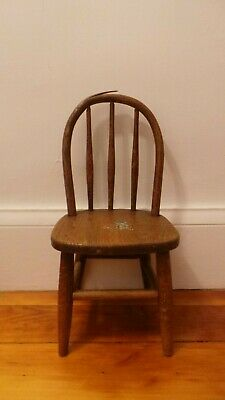 Antique American Spindle Bow Back Bentwood Child's Chair Peg Legs Bear Decal