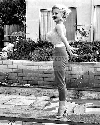 Greta Thyssen Danish Actress And Model - 8X10 Publicity Photo (Op-364)