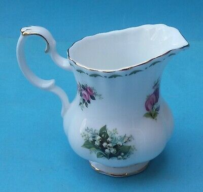 BONE CHINA ROYAL ALBERT FLOWERS OF THE MONTH CREAMER (b)