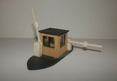 Assembled BLMA 4305 HO Scale Trackside Equipment Shed