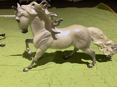 Breyer Traditional Beautiful unicorn Perfect Condition Collectibles RARE