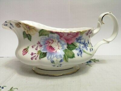 Beautiful Vintage Royal  Albert Beatrice Sauce  Gravy Boat  C.1994 Rare