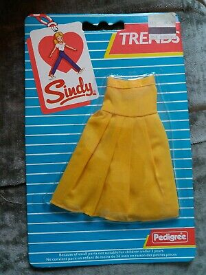 Rare new vintage pedigree sindy 43055 trends outfit unopened yellow skirt 70's