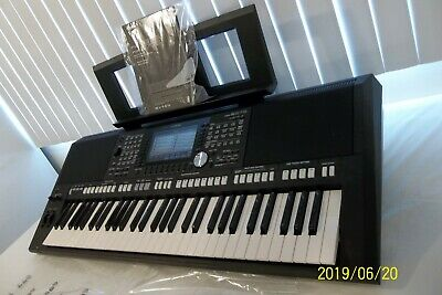 YAMAHA PSR-S975 ARRANGER Workstation Keyboard in perfect working condition