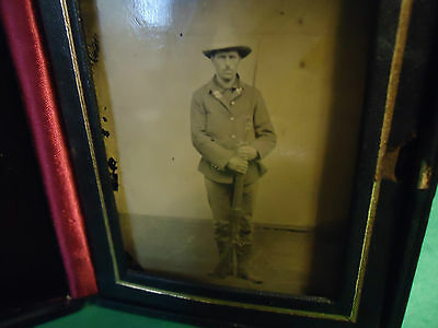 Great Seal Leather Case w/Tintype Spanish American Soldier w/Musket w/Bayonnet