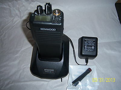 KENWOOD TK 390 V-1 UHF  in  GOOD  CONDITION with CHARGER.