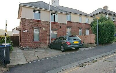 3 bedroom semi-detached house in Dover with Double Driveway & Conservatory