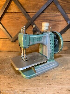 Vintage Green Betsy Ross Miniature Sewing Machine Child's Toy W/ Needle Kit Cool