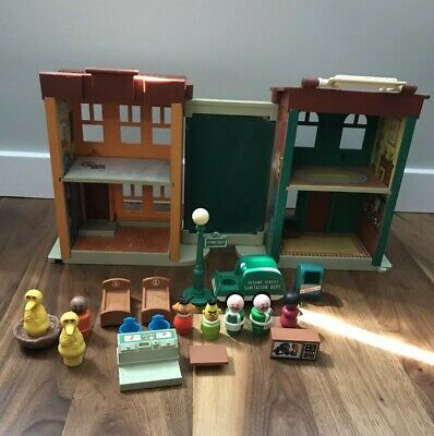 Vintage Fisher Price Little People Play Family Sesame Street Apartment #938 Lot