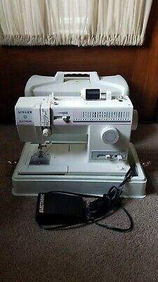 Singer Electric Sewing Machine Model 9022 in Portable Case