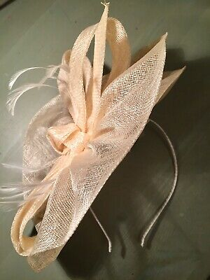 Accessorize Cream Fascinator Headband! Bow & Feather Design. BNWT, RRP £35
