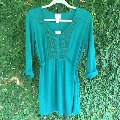 NWT Two Hearts Maternity Top Size Large Green Lace Front