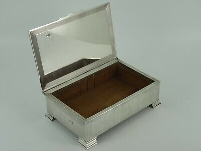 Lovely Solid Sterling Silver Engine Turned Table Cigarette Box London 1959 455G