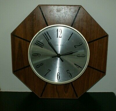 Vintage Mid Century Verichron Quartz Wood & Plastic Battery Operated Wall Clock