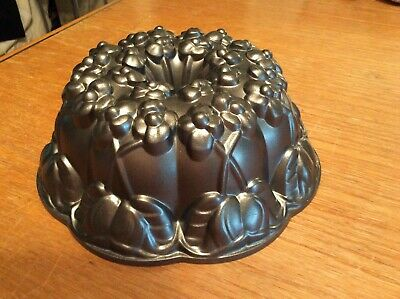 Violet Mold Bundt Cake Pan Non-Stick Williams Sonoma By Nordic 10 Cup