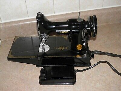 Singer 221-1 Featherweight Sewing Machine 1948- Ah819682 Complete With Case, Exc