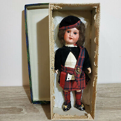 Antique doll, in excellent condition, in his native box. REDNA Series