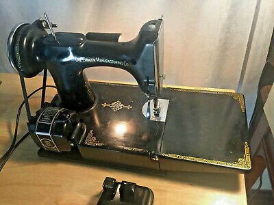 Vintage 1930's Singer Featherweight Sewing Machine Model #221-1 Serial# AE221009