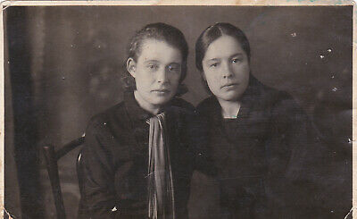 1920s Beautiful young women couple friends old Russian antique photo lesbian int