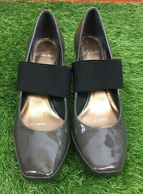Clarks Sz 5 Brown Taupe Patent Leather Black Elastic Strap Mary Jane Style Shoes