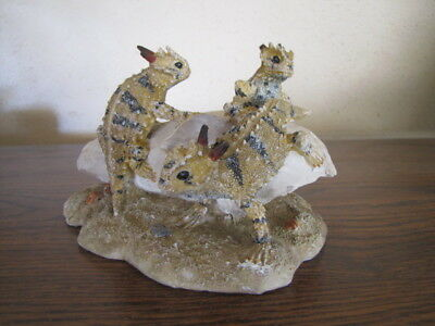 *Hard To Find *Unique 3 Horned Toad Lizards Climbing Around On A Skull Figurine