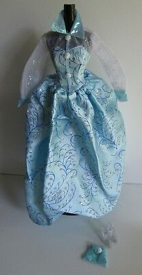 Barbie Doll Fashion Avenue 1996 Deluxe Outfit 15895 Blue Gown set