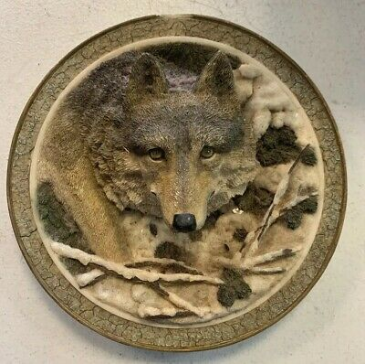 Amy & Addy Co Gray Rock Collection Wolf Plate 3D - Pre Owned