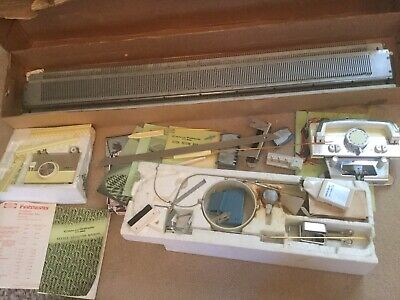 Silver Reed/Empisal Knitmaster Knitting Machine  250 With Needle Selector Unit